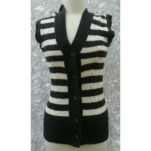 Old Navy cable Knit Hoodie vest size XS